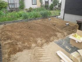 雑草の混入していない土に入れ替え