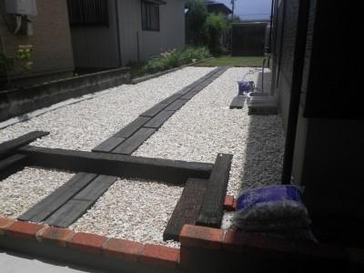 広い敷地の除草作業から脱出